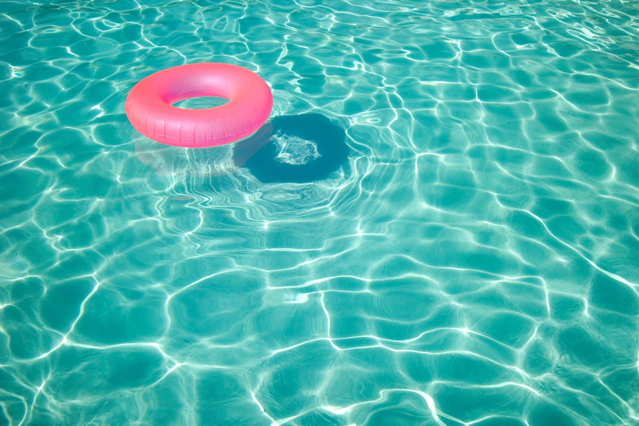 Clear Pool Water Wallpaper